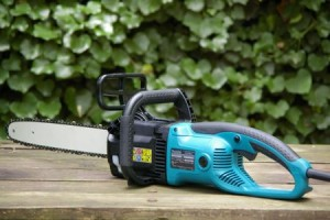 Makita chainsaw UC3530A: electric chainsaw