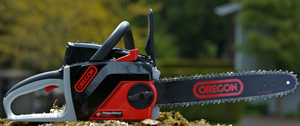 Oregon chainsaw powernow CS250E: showing safety features